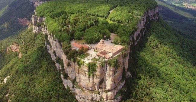 Réunion du sanctuaire de la Vierge del Faro à Susqueda