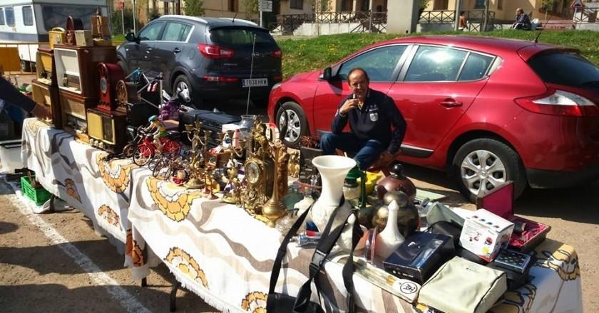 Mercado de Segunda Mano y Antigüedades en Tona