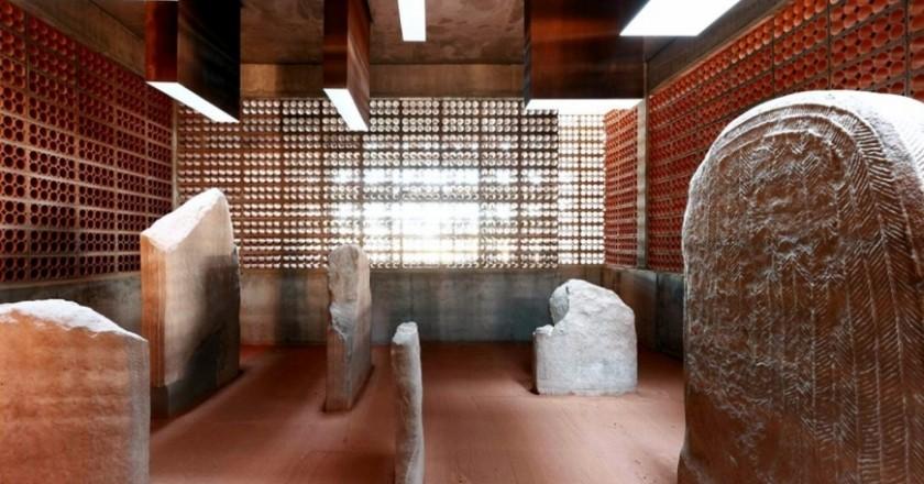 Puertas Abiertas del Espacio Transmisor Túmulo de Ser en Artesa de Segre
