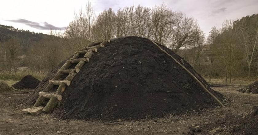 Recuperación oficio de carbonero en Sant Llorenç de la Muga