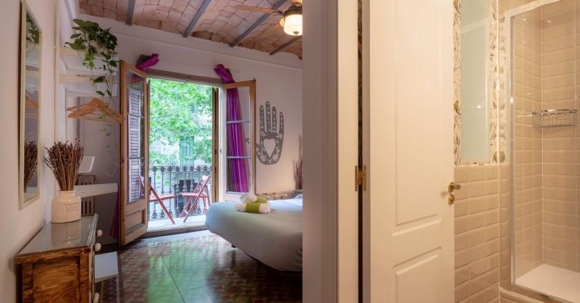 Alójate en el Primavera-Hostel para visitar Barcelona