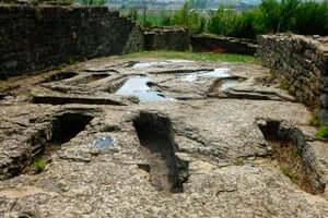 Ruta dels ibers ausetans (Esquerda Roda De Ter Poblat Iber Tombes Antropomorfiques)