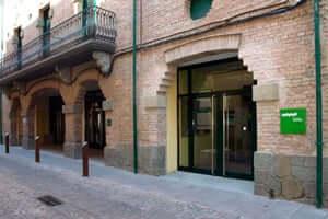 Route de Martí i Pol Miquel (Bibliothèque Roda De Ter Teatro Eliseo)