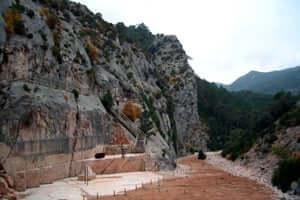 Cap a la cova Picasso (Antiga Marbrera De Horta DeSant Joan)