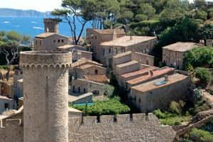 A walk through Tossa de Mar (Villa Old Tossa De Mar)
