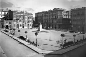 Hemingway a Tortosa (Plaça De La Republica Bisbe Ros De Medrano)