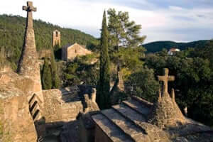 The cities of the dead, the most unique cemeteries of Catalonia (D Olius Cemetery Rocks)