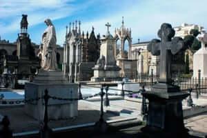 Las ciudades de los muertos, los cementerios más singulares de Cataluña (Cementerio Del Pueblo Nuevo Barcelona)
