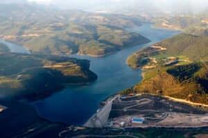 Culture and adventure in the Rialb reservoir (Rialb Reservoir Surroundings)