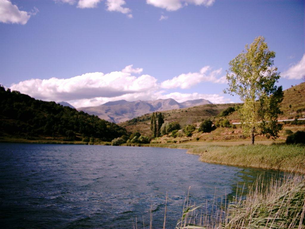 r276_TrenLleida_Estany_de_moncortes_Cayetano Roso