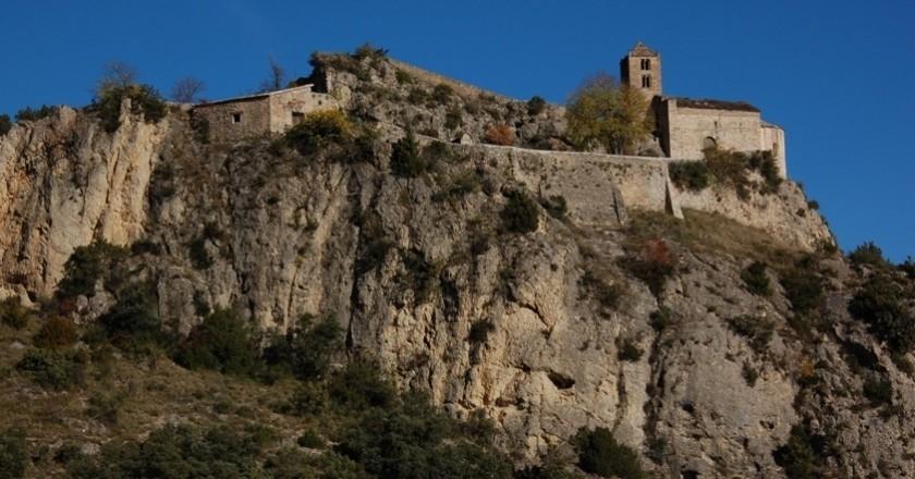 Castle-hare and Roc de Rumbau in Peramola
