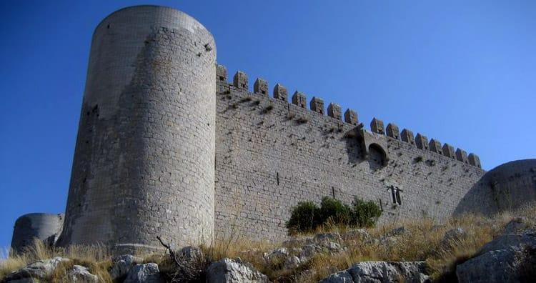 Route au Château du Montgrí