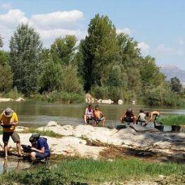 A l'estiu l'or el busquem al riu