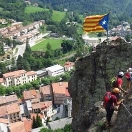 Excursión vertical ferrata en la Roca de la Cruz en Ribes de…