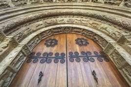 Guided tour of the Ripoll Monastery in times of pandemic