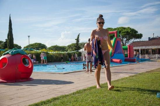 Kim's Camping Caravaning & Bungalow Park (Piscina Amb Inflable)