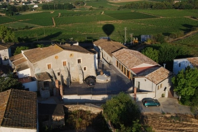 Cellers de Can Suriol (Vista De Celler Suriol En Globus)
