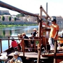 Concierto Ivette Nadal navegando por el Ebro