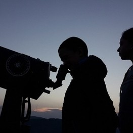 Astronomical observation with Pyrenean liqueurs tasting