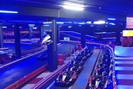 Pilota un kart a Gené Karting i gaudeix de la pista més ràpida…