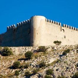 châteaux médiévaux dans les environs de Montgrí