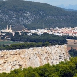Route through Vilanova, Miralpeix Castle and Sant Pere de Ribes
